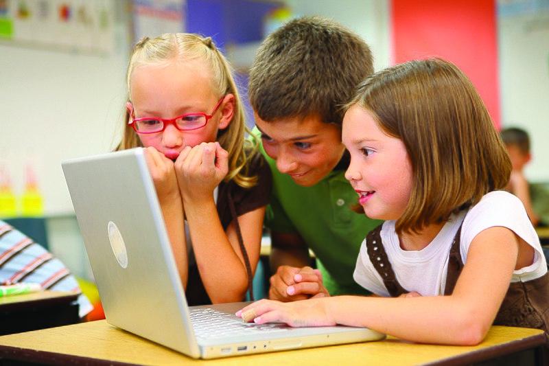 File:Children at school (8720604364).jpg