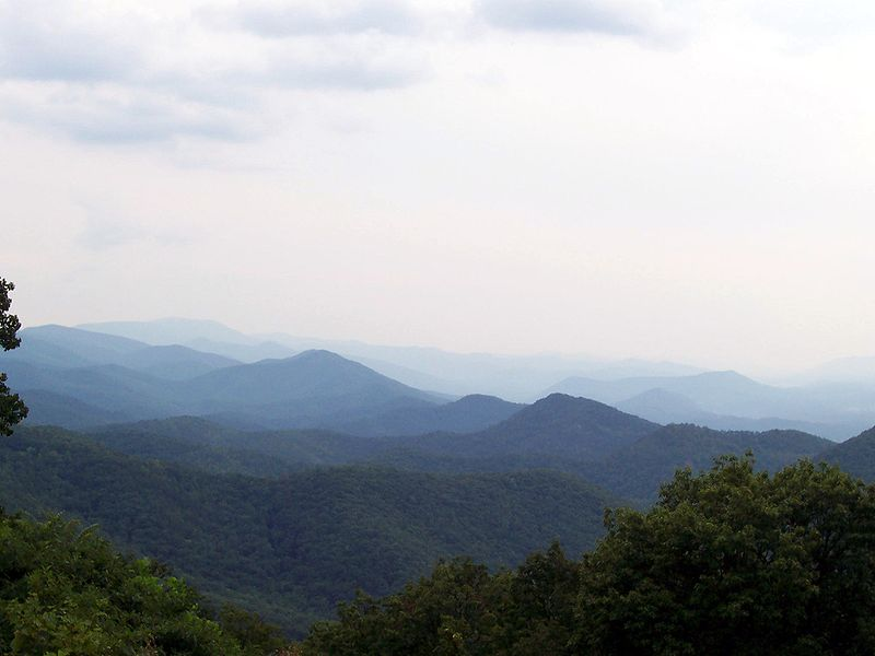 Dosiero:Chimney Rock Mountain Overlook.jpg