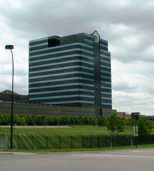 FCA US LLC Headquarters and Technology Center in Auburn Hills, Michigan Chrysler Headquarters Auburn Hills 20060624.jpg