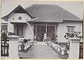 Collectie NMvWereldculturen, RV-A440-dd-128, foto, 'Dienstwoning type A bij de C.W. te Yogyakarta', fotograaf onbekend, 1924-1932.jpg