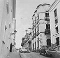 Collectie Nationaal Museum van Wereldculturen TM-20016551 Woningen in de Calle Christo in San Juan Puerto Rico Boy Lawson (Fotograaf).jpg