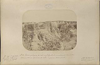 Estudo geologico do cabo de Santo Agostinho mostrando camadas sedementarias reposando sobre o gneiss decomposto