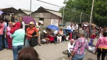 Ficheiro:Common people line for food in Barquisimeto, Venezuela.webm
