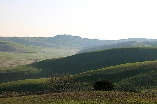 Crete senesi, Anello tra i calanchi e le biancane di Castello Leonina (Asciano)