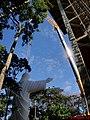 Cristo Salvador de Sertãozinho, em construção. Içamento para o pedestal da estátua do Cristo que pesa 40 toneladas e mede 18 metros de altura em 24 de abril de 2013. Dois artistas plásticos mineiros - panoramio.jpg