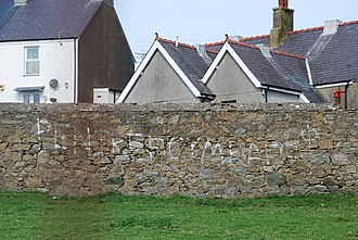 """Llithfaen - """"Pentref Cymraeg"""" graffito"""