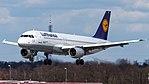D-AIPP Lufthansa A320 (40342763075).jpg