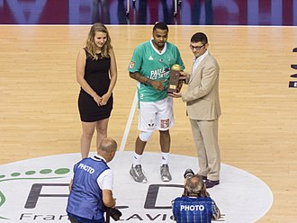 LNB Pro A - D.J. Cooper receiving the Most Valuable Player award in 2017