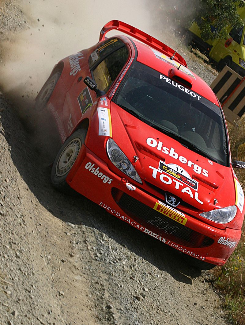 http://upload.wikimedia.org/wikipedia/commons/thumb/4/40/Daniel_Carlsson_-_2005_Cyprus_Rally_2.jpg/800px-Daniel_Carlsson_-_2005_Cyprus_Rally_2.jpg