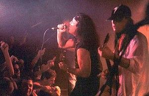 Dave Evans (singer) - Dave Evans (centre) on the microphone