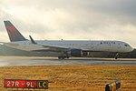 Delta N688DL Boeing 757-200 (32091329695).jpg