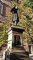 Dettaglio inferiore statua a Francesco Hayez.jpg