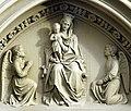 Die Marienkirche in Bad Mergentheim wurde aufwändig restauriert. Madonna über dem Eingang.jpg
