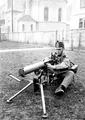 Die korrekte Ladebewegung am Maschinengewehr - CH-BAR - 3241140.tif