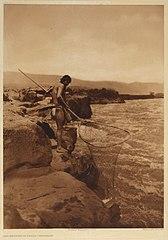 EDWARD SHERIFF CURTIS LE PHOTOGRAPHE DES AMÉRINDIENS 168px-Dip-Netting_in_Pools_-_Wishham%2C_1909
