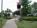 Dolní Počernice, přechod na stezce od železniční zastávky.jpg