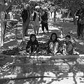 Dziewczęta tkające kilim w zagrodzie Kipczeka Hodży Mohammeda Amina - Arzelik k. Qajsaru - 001271n.jpg