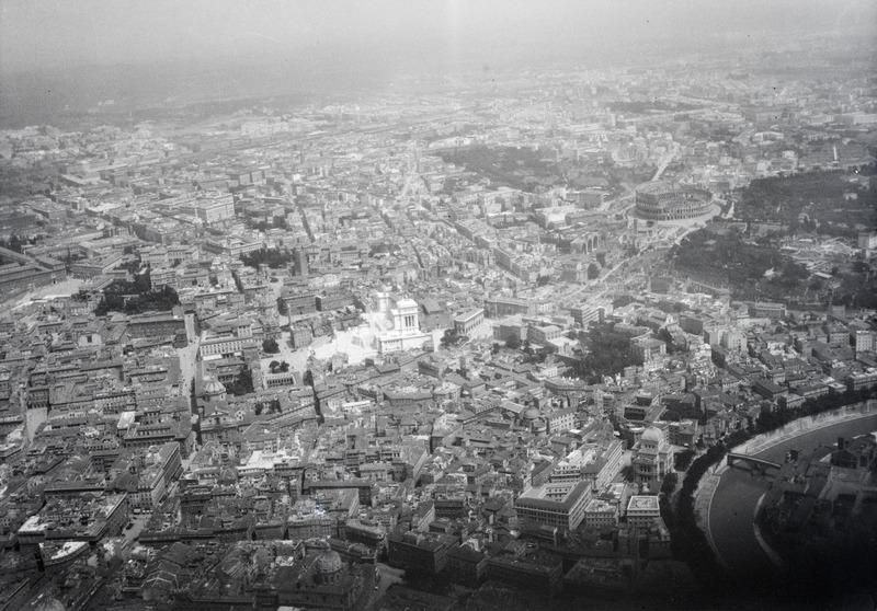 File:ETH-BIB-Rom aus der Luft mit Monumento Vittorio Emanuele II-Mittelmeerflug 1928-LBS MH02-04-0225.tif