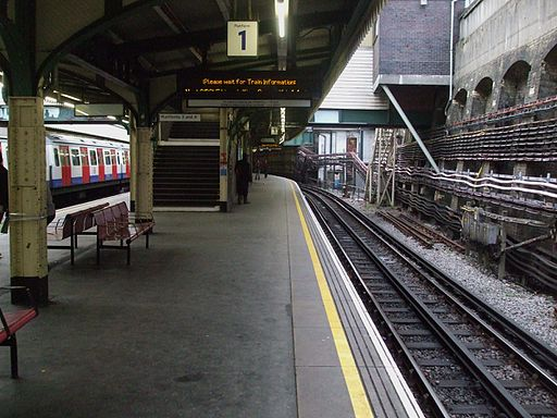 Edgware Road stn (Circle line) platform 1 look west
