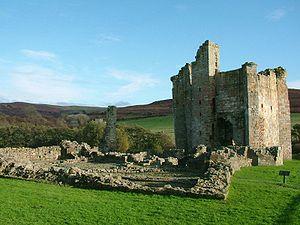 Edlingham Castle - Image: Edlingham Castle Northumberland England 2004 10 31