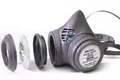 Elastomeric respirator exploded view (Respirator types snapshot at 1024) (cropped to respirator).png
