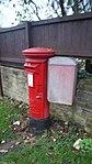 Elizabeth II post box, York Road (Hall Orchards Avenue), Wetherby (21st November 2017).jpg