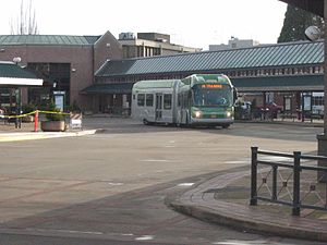 Emerald Express - Image: Em X pulling into Eugene Station