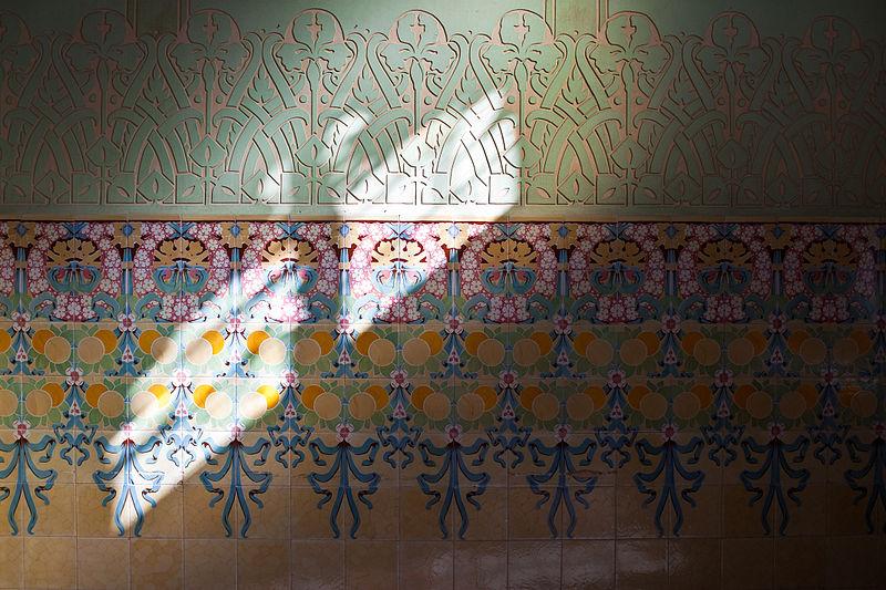 File:Enrajolat i esgrafiat al pavelló dels distingits a l'institut Pere Mata de Reus.jpg