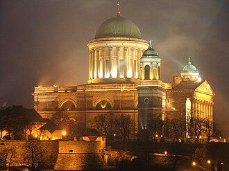 Esztergom Basilica - Image: Esztergom.bazilika.l ights