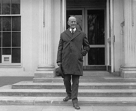 Debs leaving the White House the day after being released from prison in 1921 Eugenedebs1921.jpg