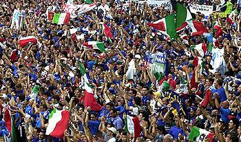 Aficionados de la «Nazionale» en la Eurocopa 2000.