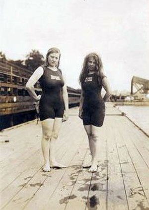 1912 Summer Olympics medal table - Fanny Durack and Mina Wylie, the gold and silver medallists in the first women's individual swimming event