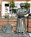 Fischfrau am Hansehafen Stade.jpg