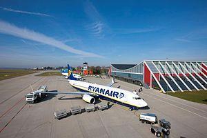 Memmingen Airport - Image: Flughafen Memmingen Vorfeld Ryanair
