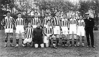 1925–26 Prima Divisione - Image: Formazione Juventus 1925 1926