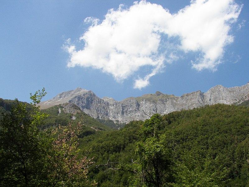 File:Fornovolasco - Alpi Apuane - Pania a della Croce e Uomo Morto - panoramio.jpg
