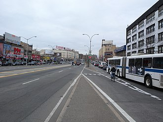 Grand Concourse (Bronx) - Unrenovated section at East 187th Street