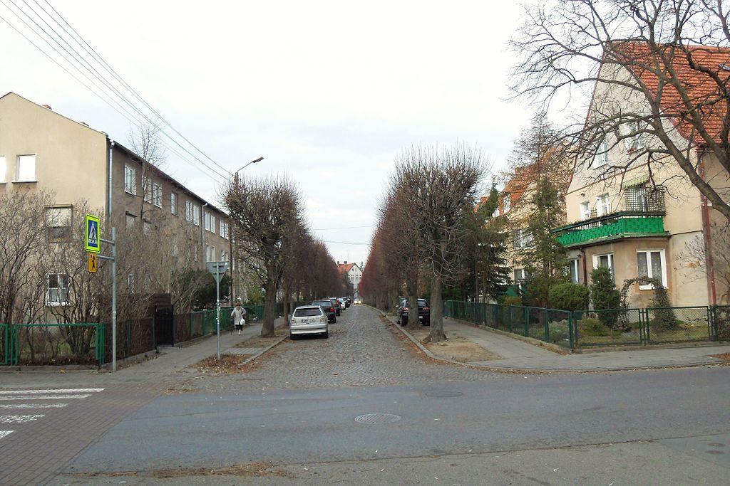 1024px-Gda%C5%84sk_ulica_W%C4%85sowicza.JPG