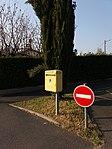 Genay - Rue des Jonchères, boîte-aux-lettres.jpg