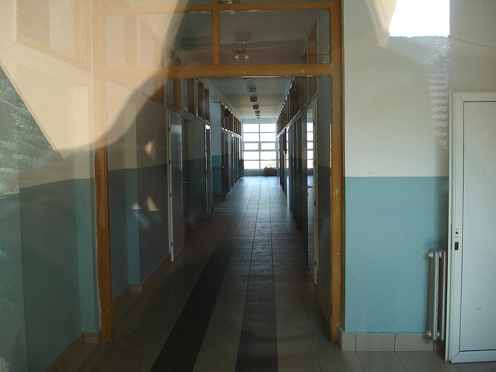 """Gimnazija """"Stevan Jakovljevic"""", mala zgrada, hodnik"""