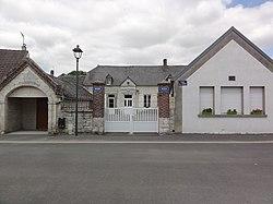 Goudelancourt-lès-Pierrepont (Aisne) mairie-école.JPG