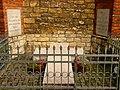 Grab der Erbauerin der Kirche (Dobrau).JPG
