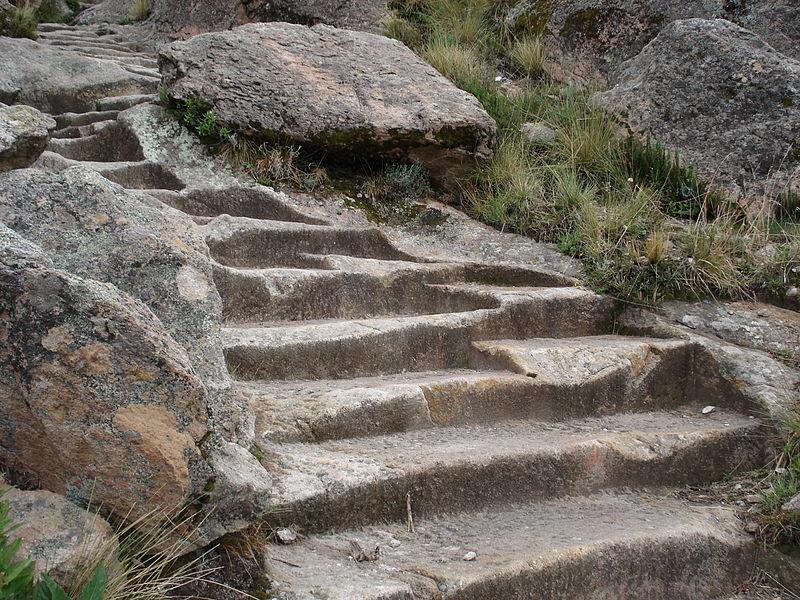 File gradas labradas en piedra subida a la horca del inca - Escaleras de piedra ...