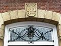 Groesbeek (NL) Dorpsstraat 31, voorm. gemeentehuis (03) detail entree met wapen.JPG