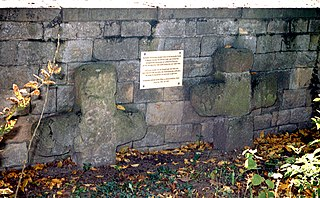 https://upload.wikimedia.org/wikipedia/commons/thumb/4/40/Gronau_Steinkreuze.jpg/320px-Gronau_Steinkreuze.jpg