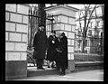 Group at White House fence. Washington, D.C. LCCN2016888621.jpg