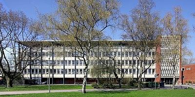 Gymnasium Kreuzgasse - Gesamtansicht (6935-37).jpg