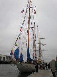 HMCS Oriole docked during Festival of Sail 2008 SF 1.JPG