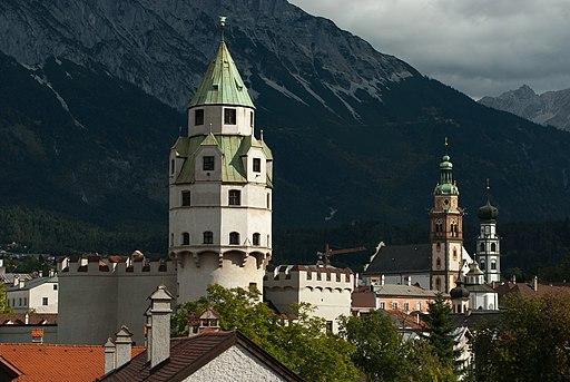 Blick auf den Münzerturm von Burg Hasegg in Hall in Tirol