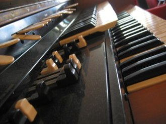 Glossary of jazz and popular music - A close-up of the Hammond L-100 organ, with the drawbars in the foreground